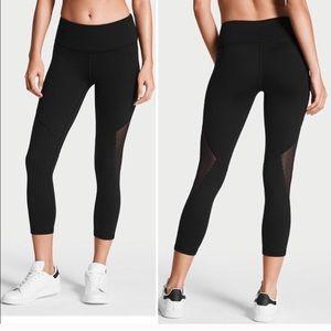 Victoria's Secret Black Scallop Capri Leggings NWT